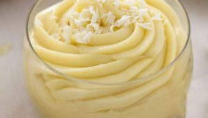 Quale crema è meglio usare tra la torta e la copertura di pasta di zucchero